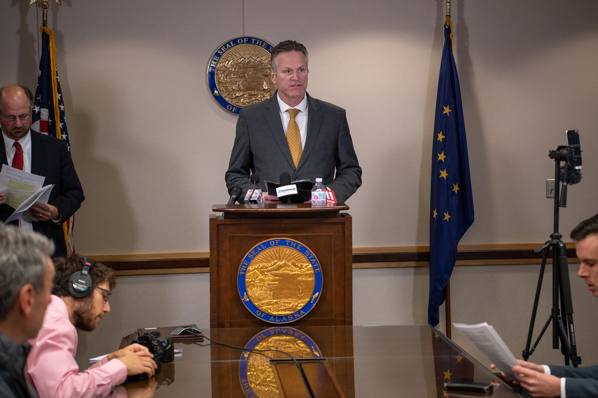 Alaska governor issues executive order on union dues
