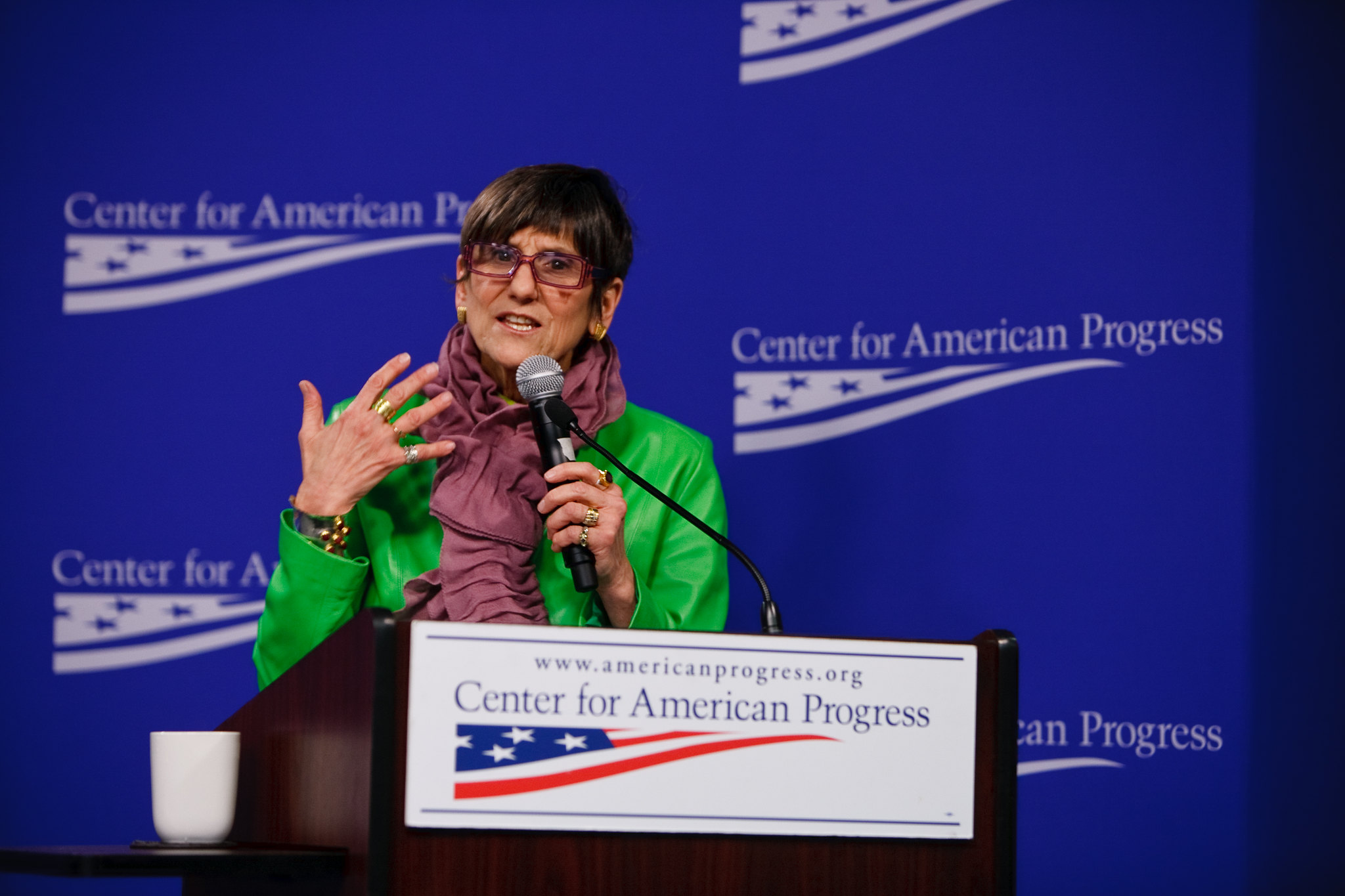 Rep. DeLauro sponsors sweeping independent contractor bill; would force businesses to post emoji faces on store fronts