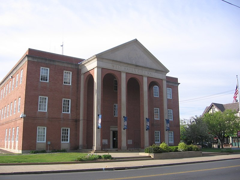 800px-West_Haven_City_Hall_109